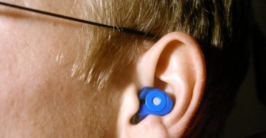 musician with tinnitus earplug